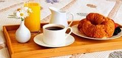 B & B breakfast in bed tray